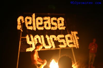 Release Yourself fire show at Mambo