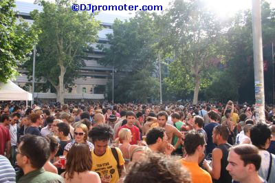 Sonar crowd